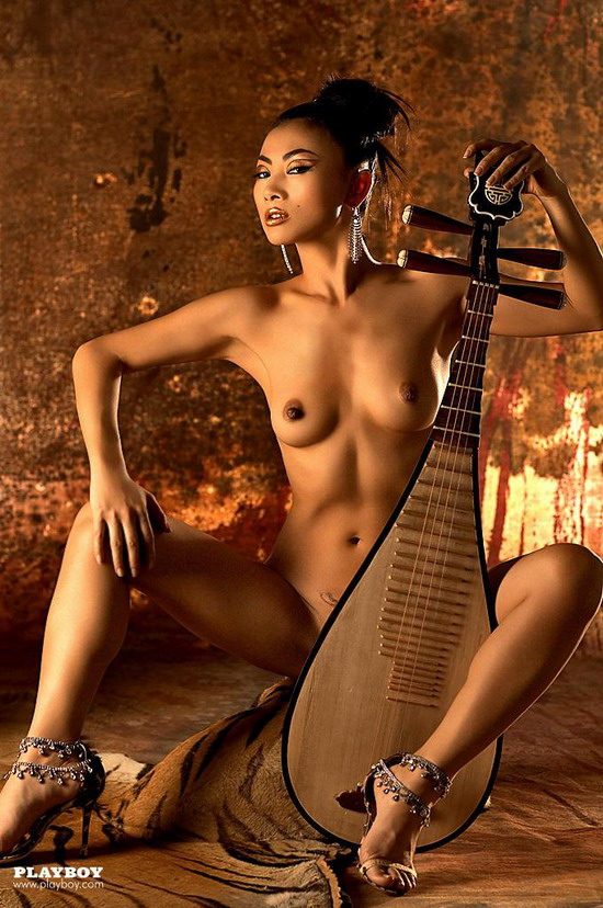 bai ling showing her small tits and nice oriental pussy