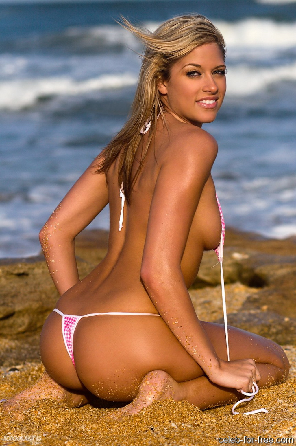 wwe diva kelly kelly spanked