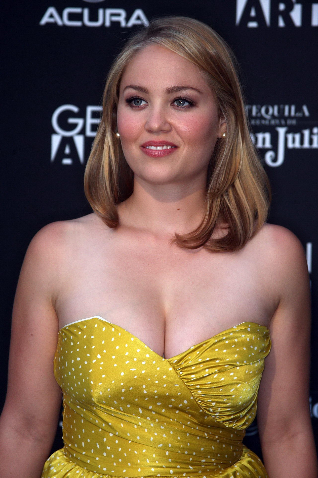 Busty Erika Christensen Showing Huge Cleavage At Mercy -3741