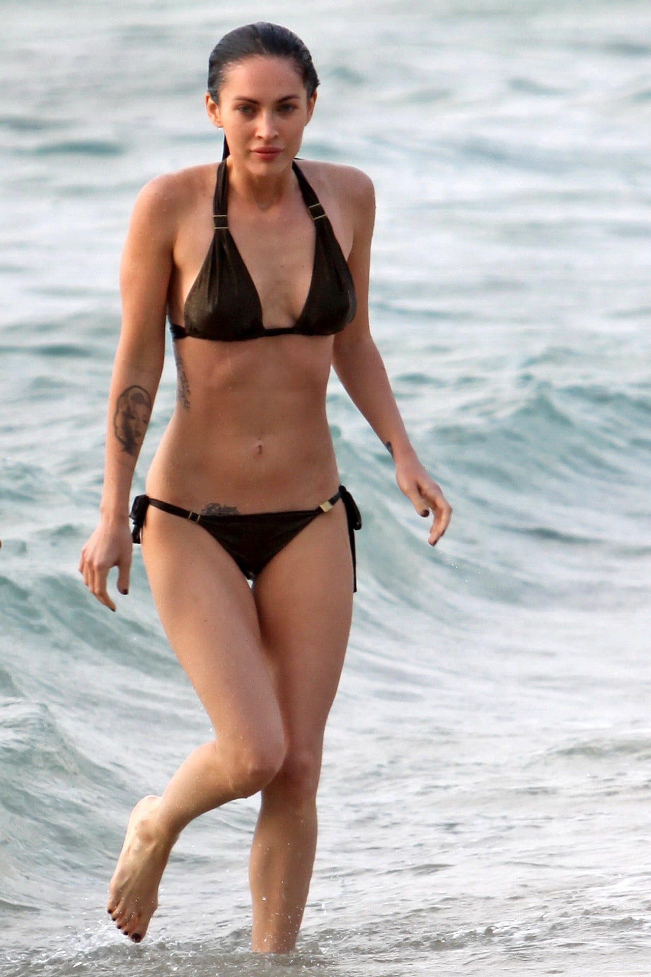 megan fox in tiny bikini showing off her perfect abs on the beach in