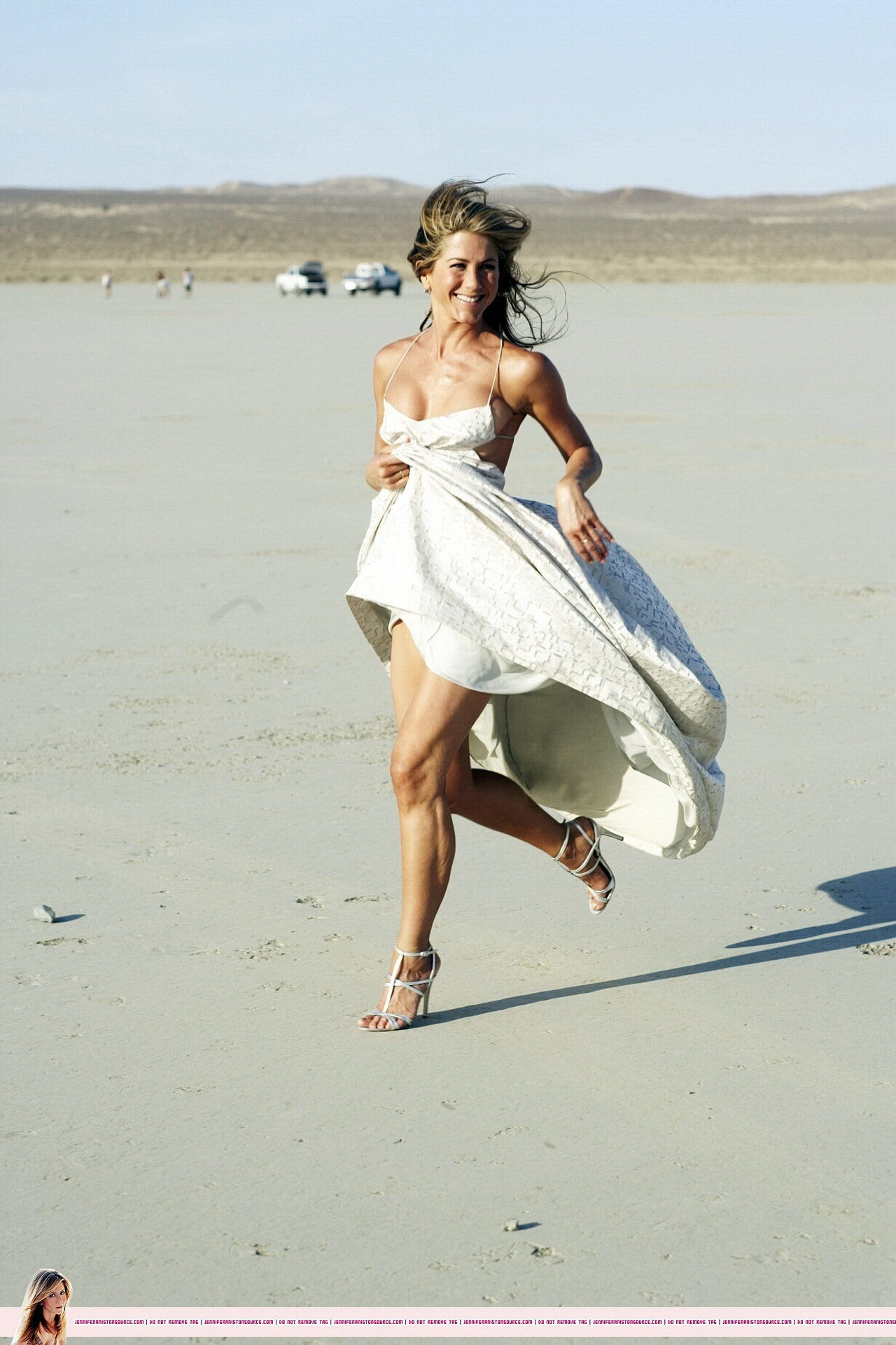 Jennifer Aniston Almost Nip Slip At The Harper S Bazaar Beach