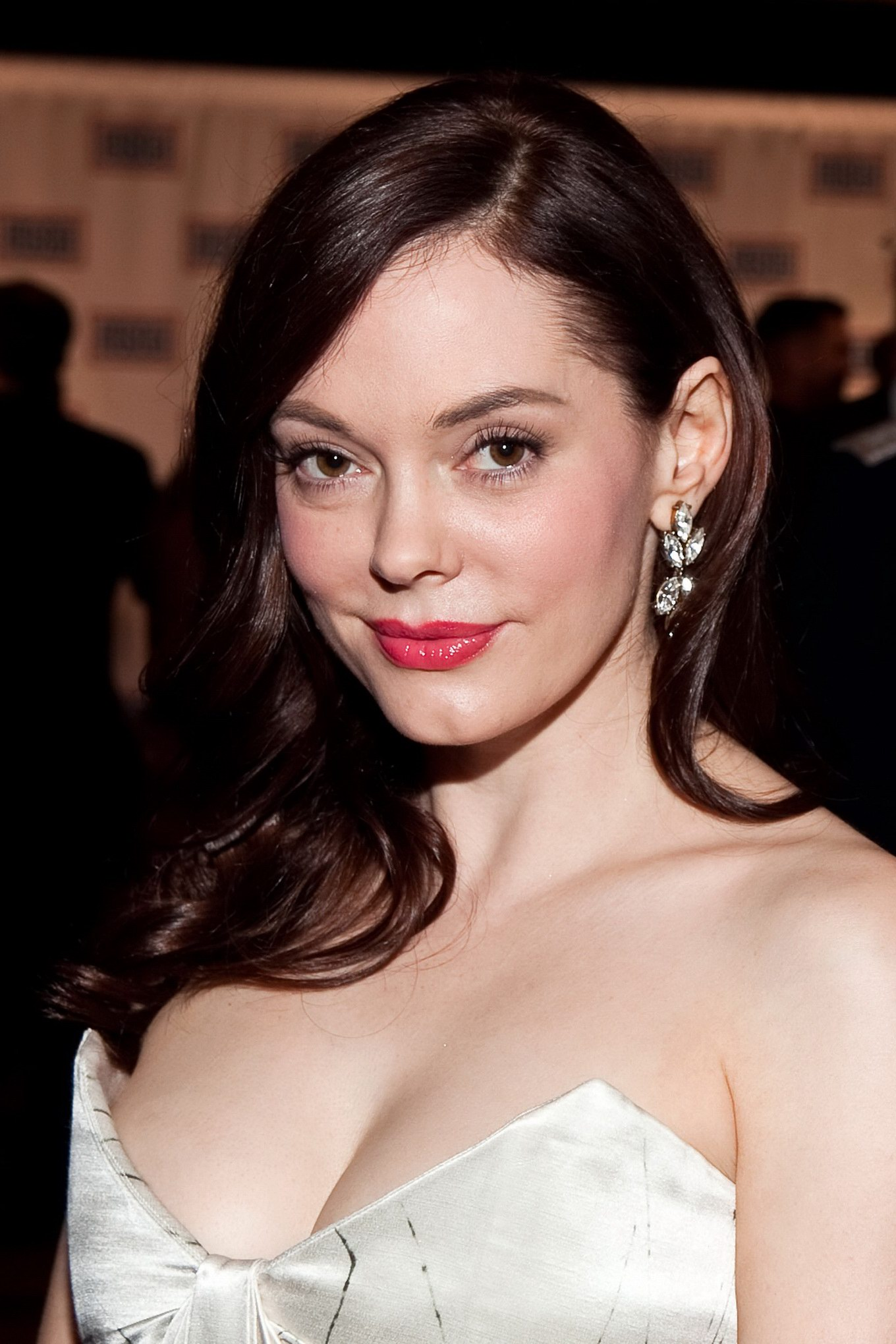 Rose Mcgowan Showing Massive Cleavage In Strapless Dress At Uso Gala