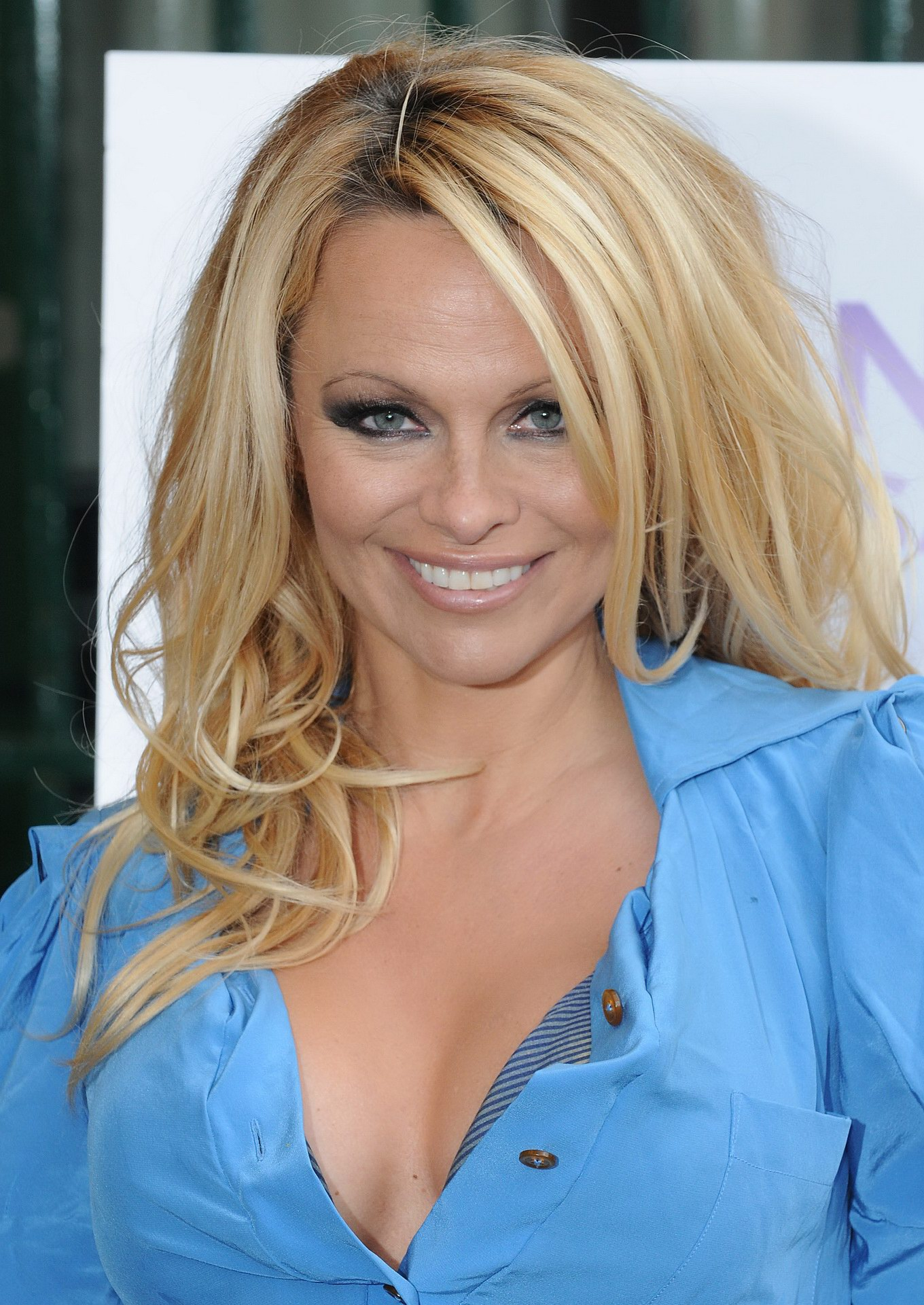 Pamela anderson busty in blue dress for peta photocall in - Pamela anderson the people garden ...