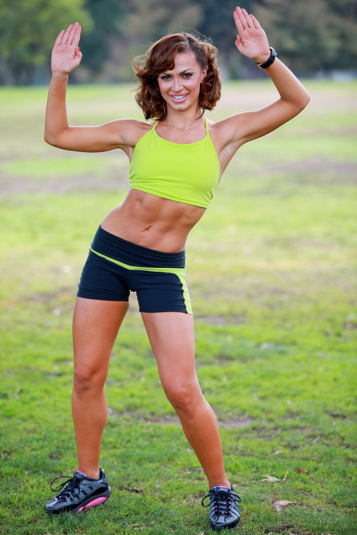 Karina Smirnoff showing off her perfect abs in a workout photoshoot: www.celeb-for-free.com/pics/celeb1916/index.html