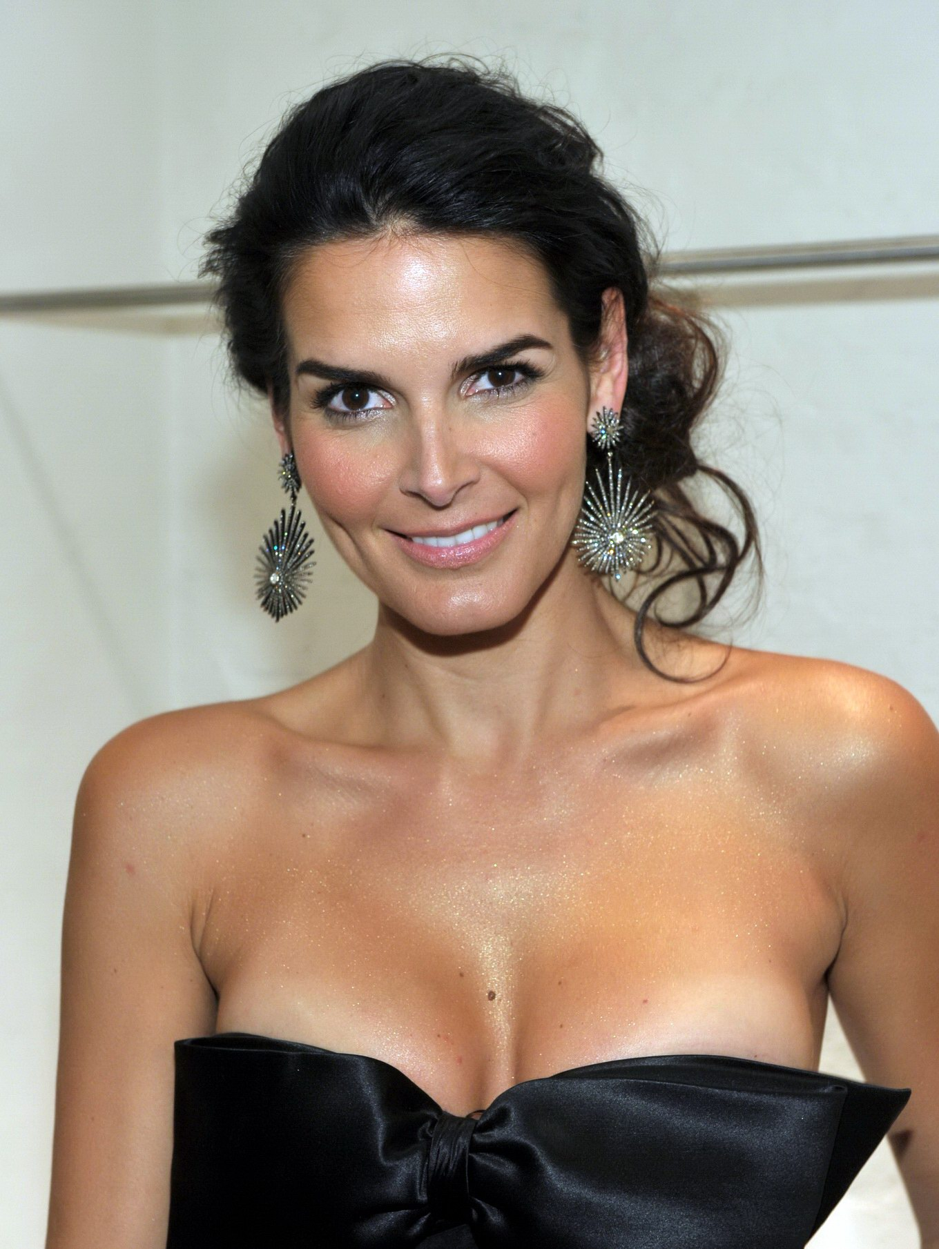 angie harmon 03 One of the finest amateur wrestlers ever to come down the pike, ...
