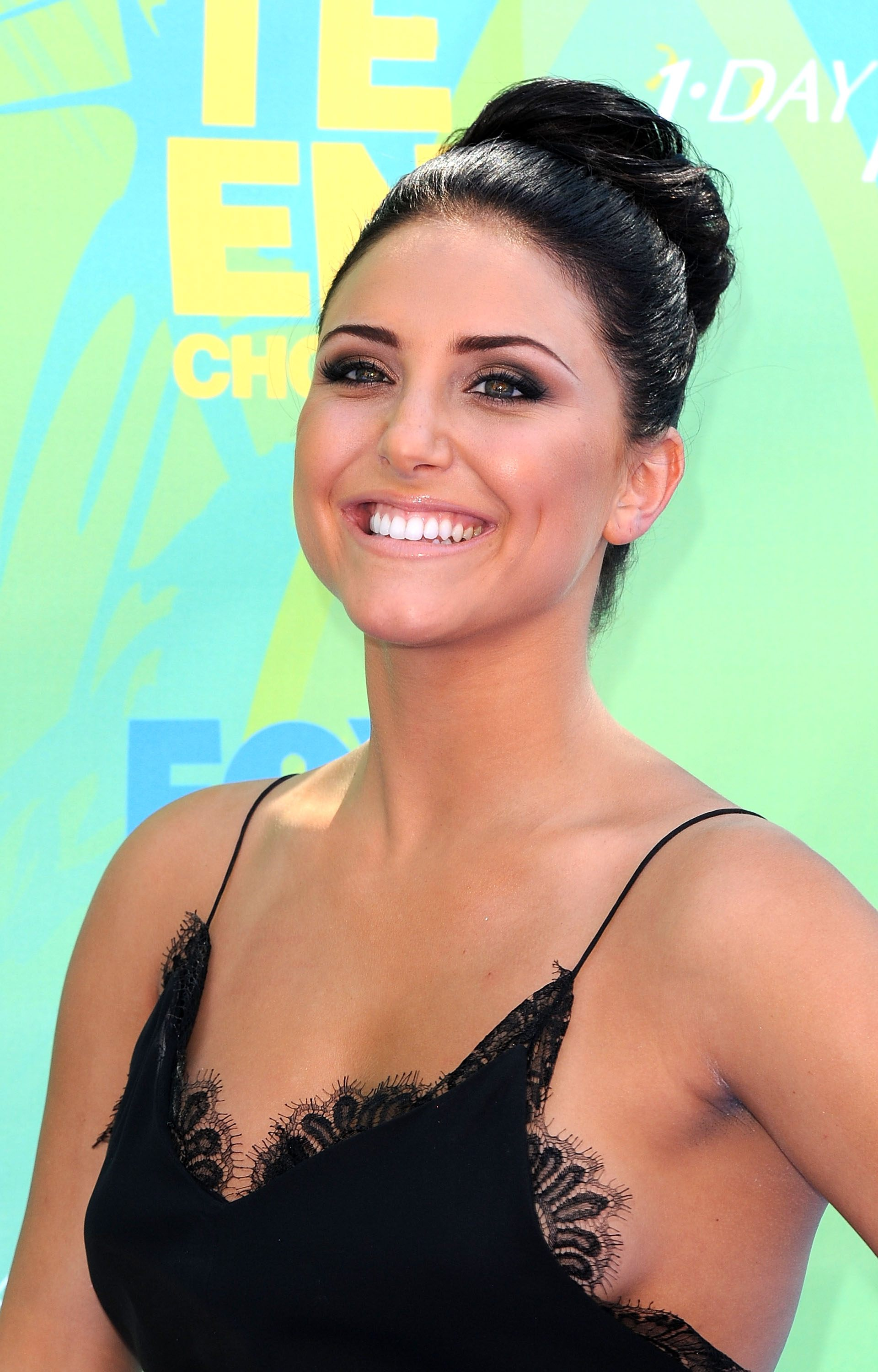 Cassie Scerbo Braless Showing Side-Boob At Teen Choice Awards-6654