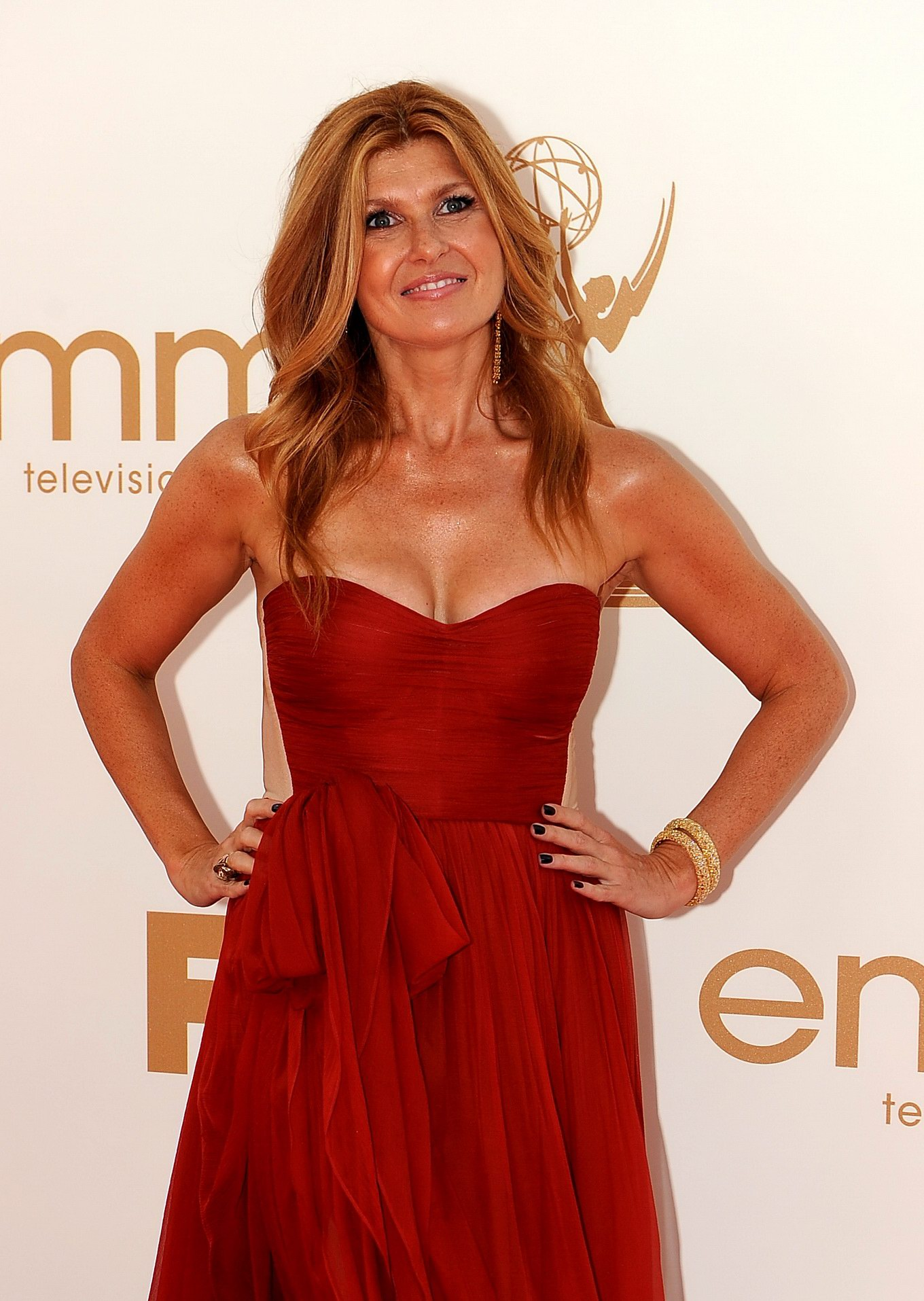 connie britton showing huge cleavage at 63rd primetime