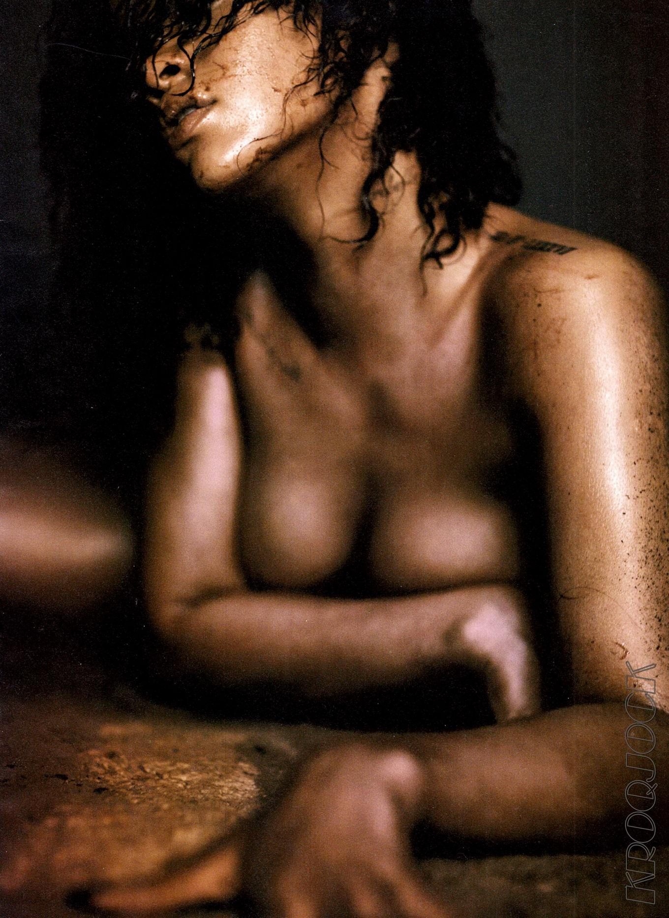 Rihanna Gets Naked For Gq Magazine's Men Of The Year