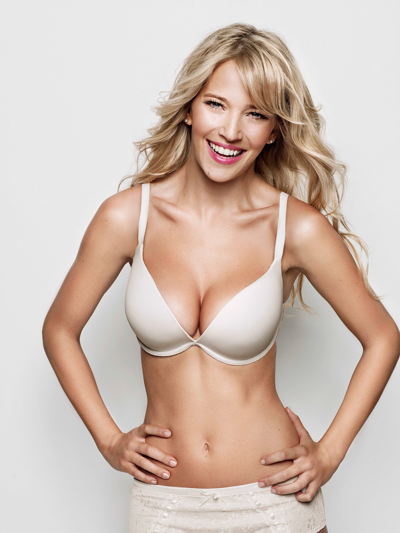 luisana lopilato busty in very sexy ultimo lingerie