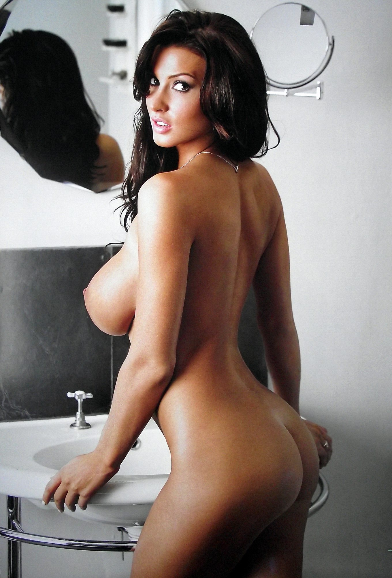 alice goodwin naked