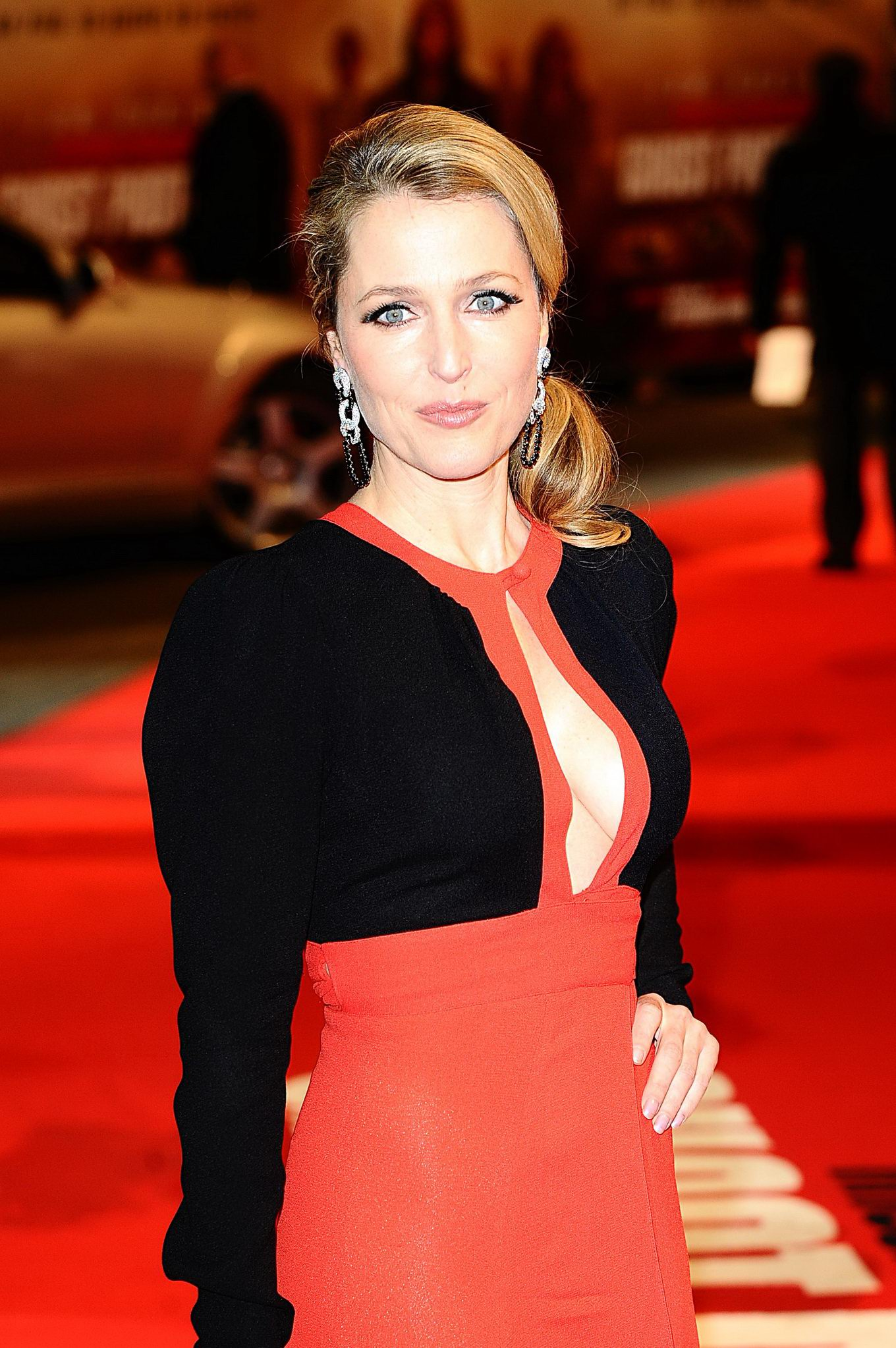 Gillian Anderson feet pictures - Celebrity Feet Info