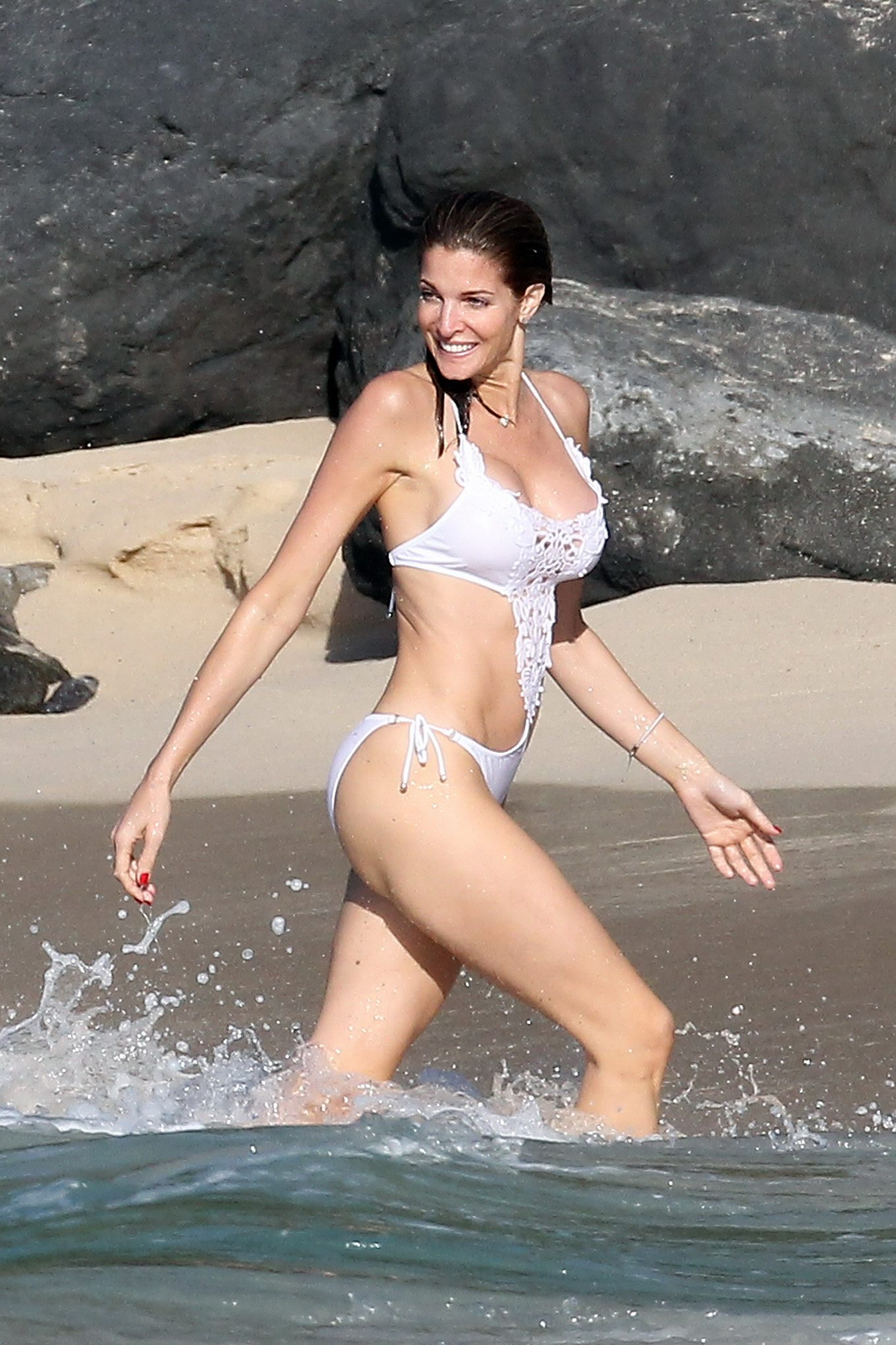 Stephanie seymour in bikini kissing with not her son hotmoza 10