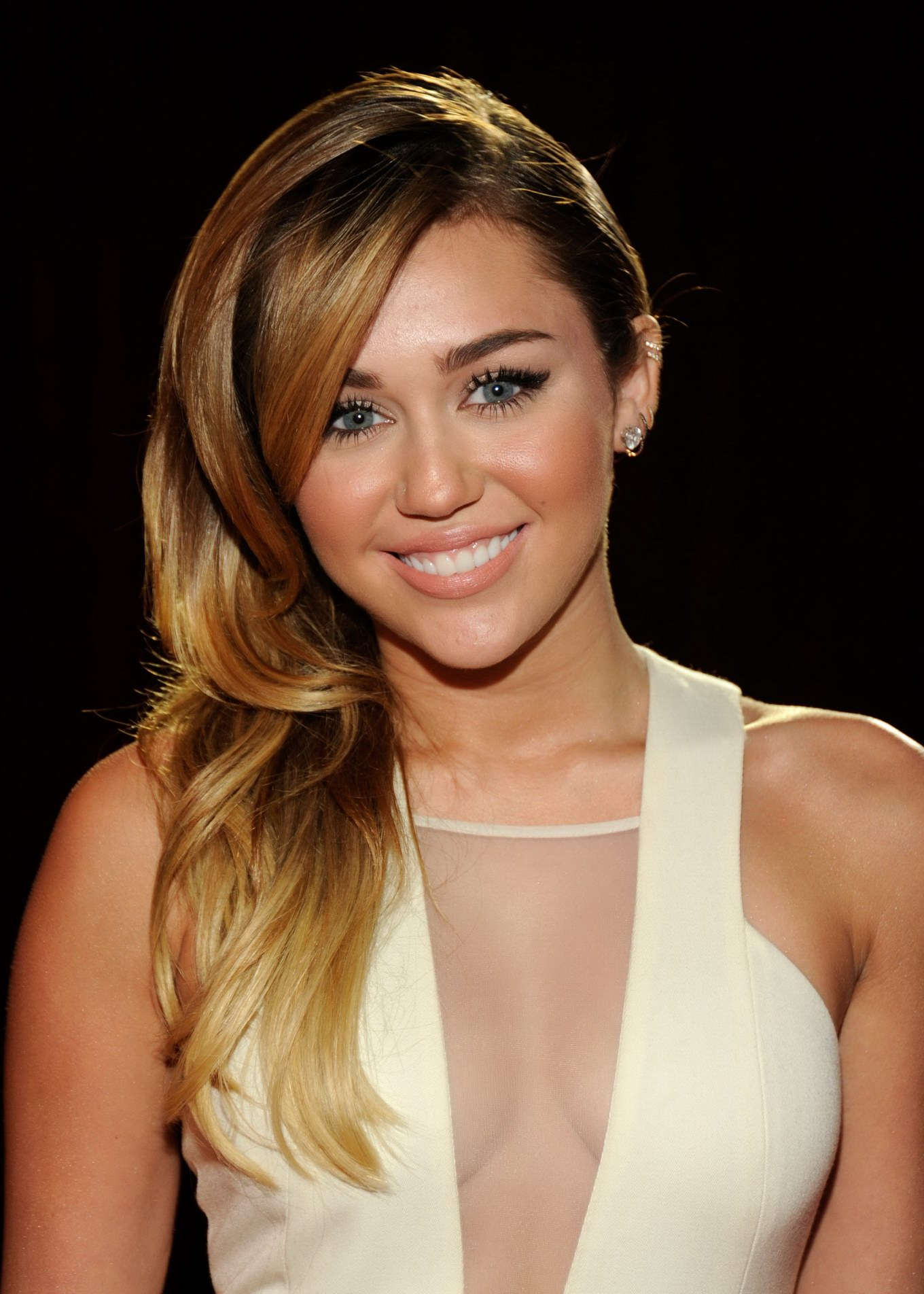 Miley Cyrus Showing Cleavage At The 2012 People's Choice