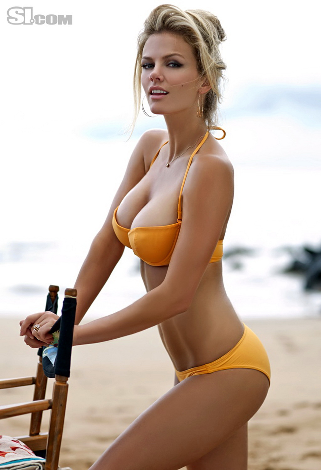 Brooklyn Decker topless hiding her big boobs for Sports Illustrated ...