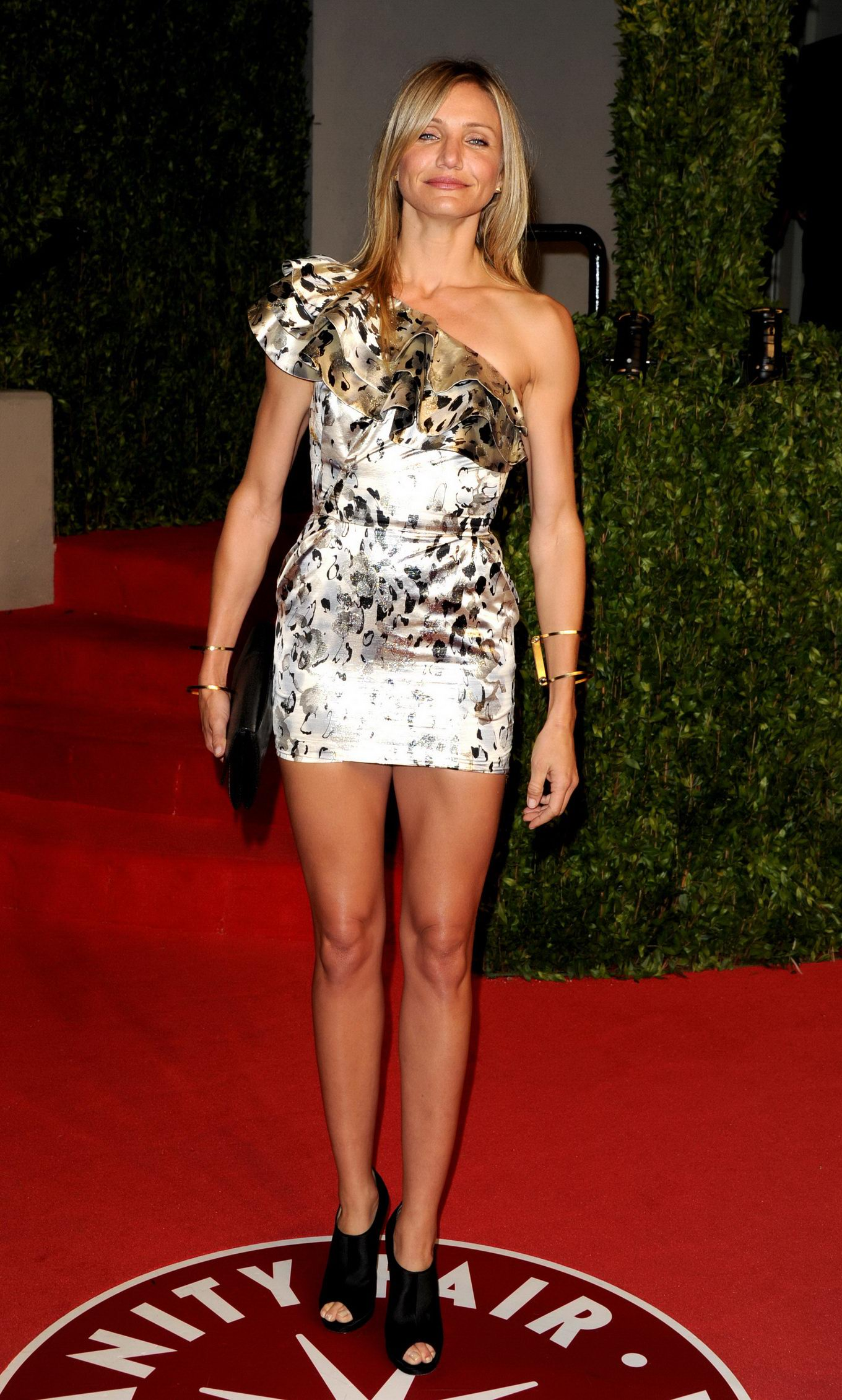 ... leggy wearing ultra short dress at the Vanity Fair Oscar Party in LA: galleries.pichunter.com/krawl/295/2952823/index.html