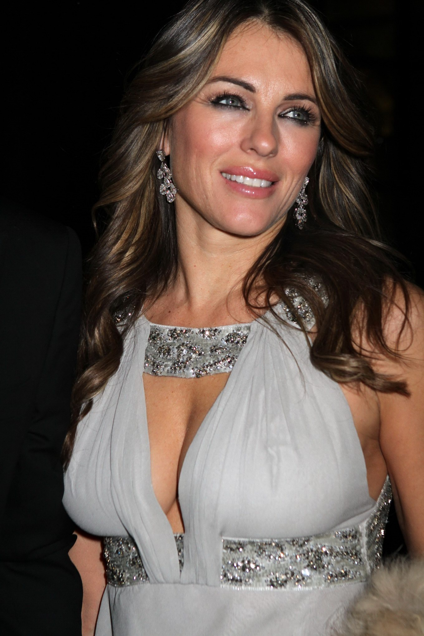 Elizabeth Hurley showing awesome cleavage at the NY ...