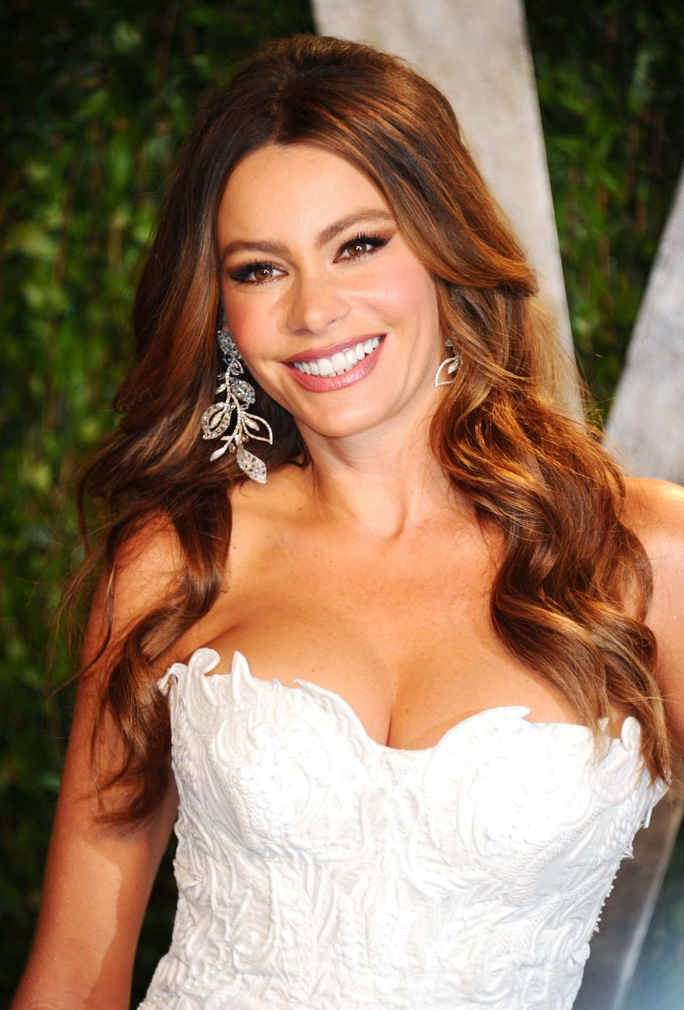 ... Vergara showing cleavage at 2012 Vanity Fair Oscar party - Pichunter: galleries.pichunter.com/krawl/314/3149031/index.html