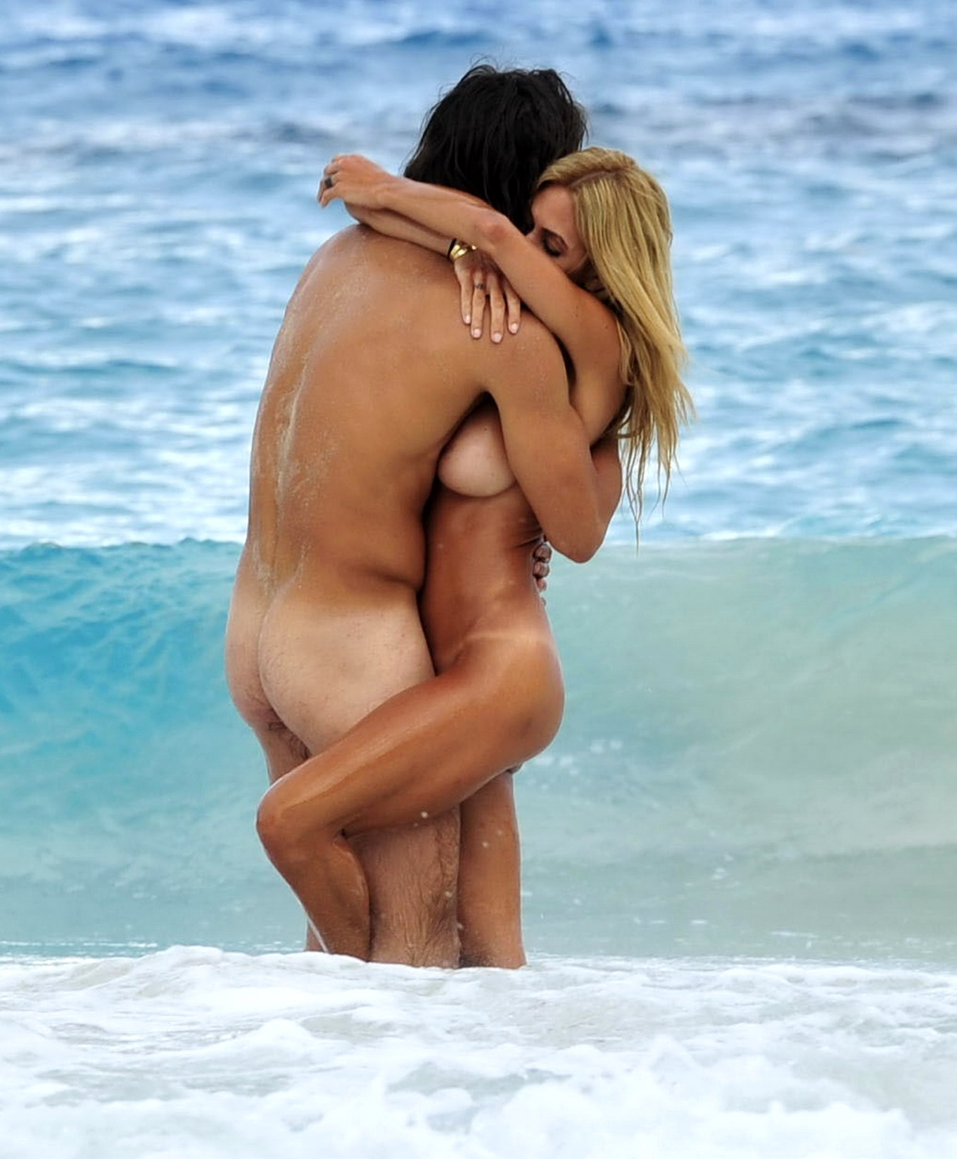 Shauna Sand caught sucking off and fucking her boyfriend on a beach in ...: www.celeb-for-free.com/pics/celeb3437/shauna_sand_photo_starcelebs...