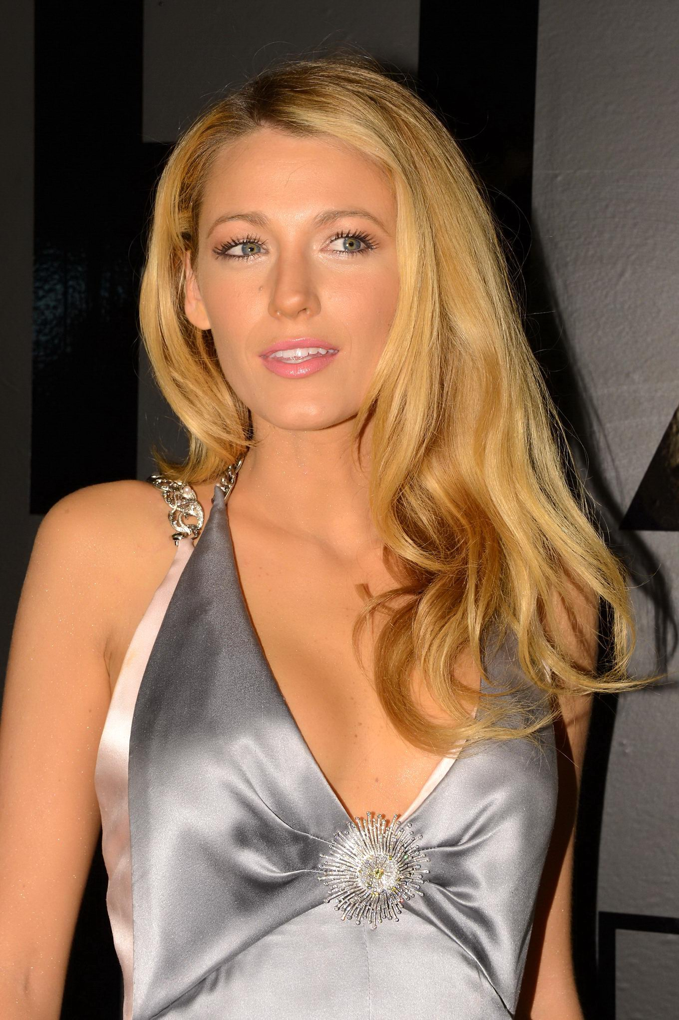 blake lively showing huge cleavage at chanel bijoux de