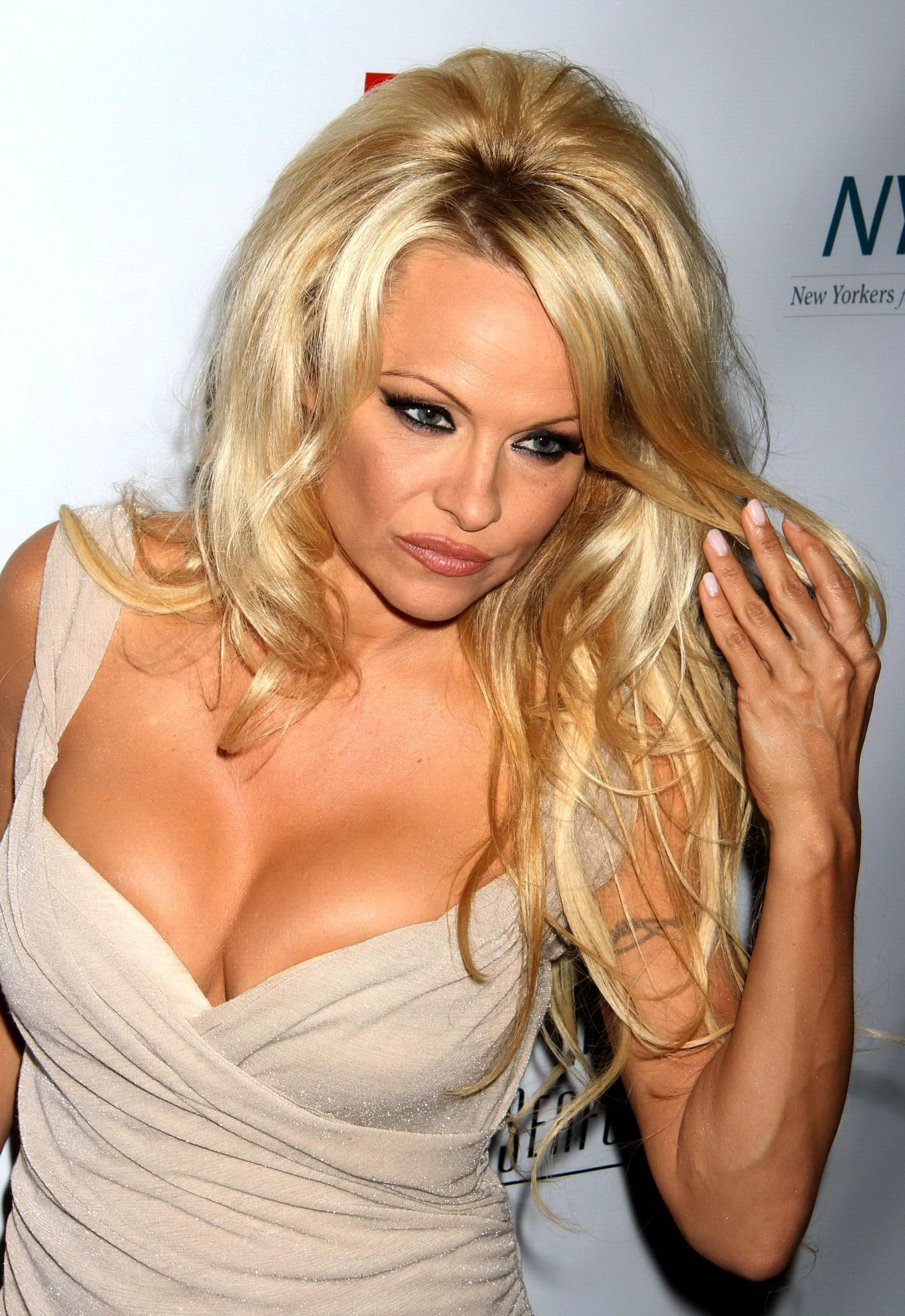 Pamela Anderson Showing Huge Cleavage At A Night Of New -9202
