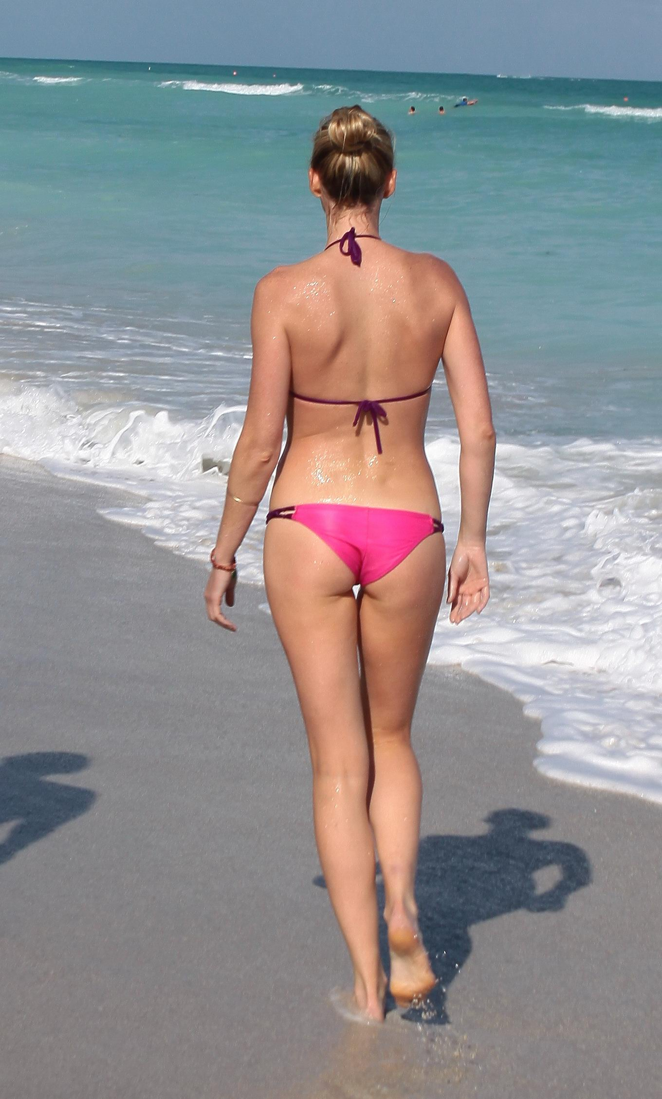Beach bikini ass