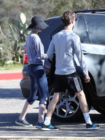 Anne Hathaway shows cameltoe  ass wearing tights for a hike in Hollywood Hills from CelebMatrix