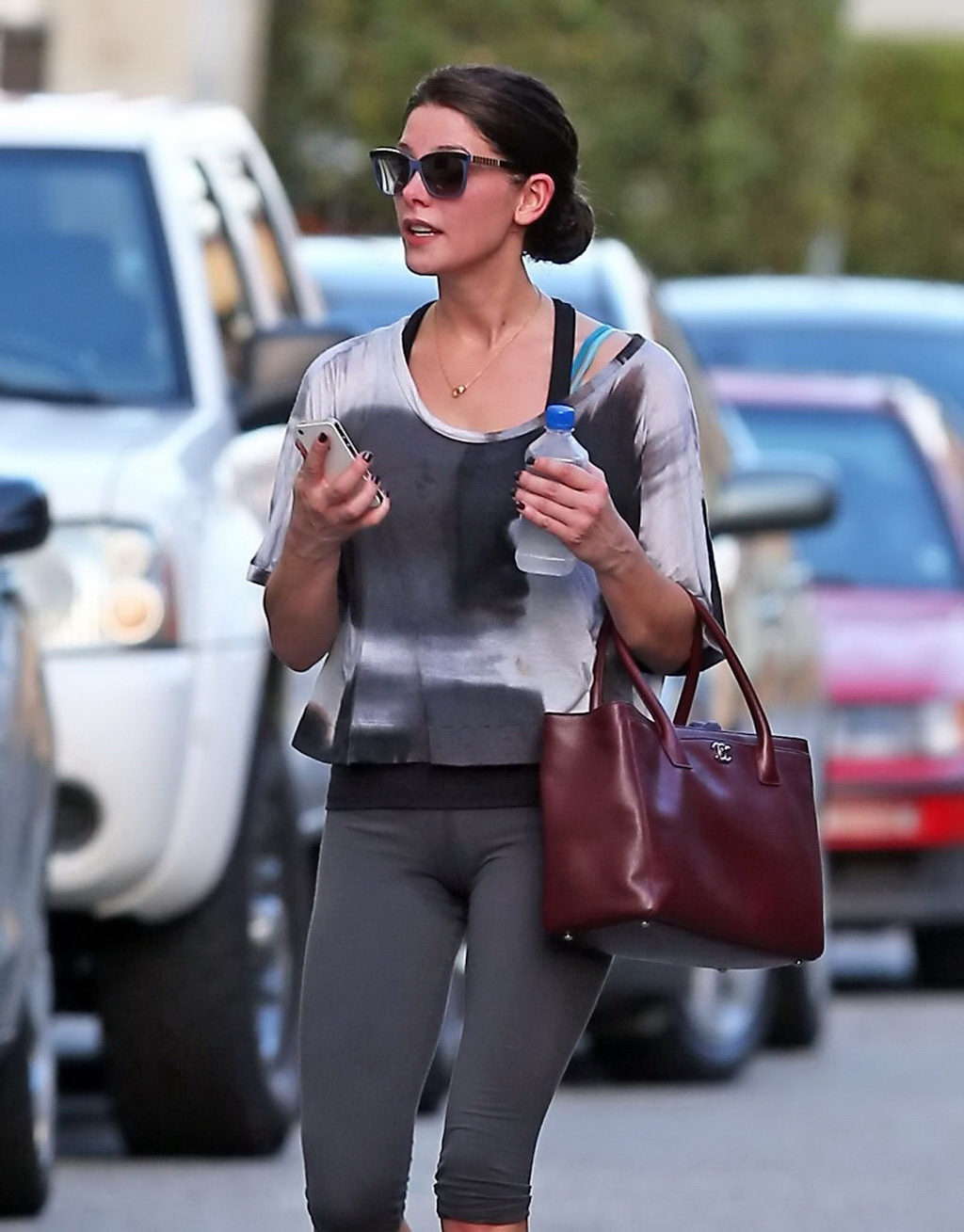 Ashley Greene shows sweaty cameltoe in tights leaving the ...