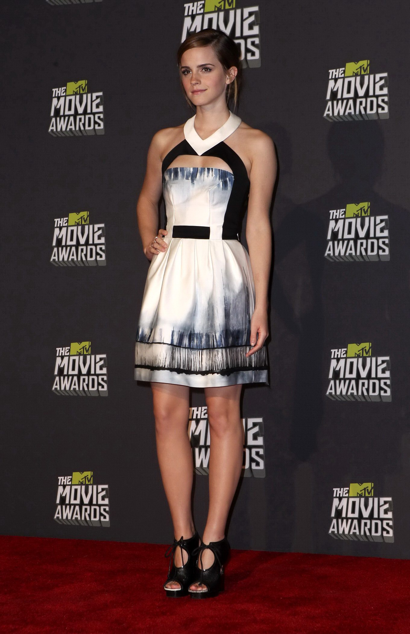 Emma Watson Leggy Cleavy At The Mtv Movie Awards In Culver City