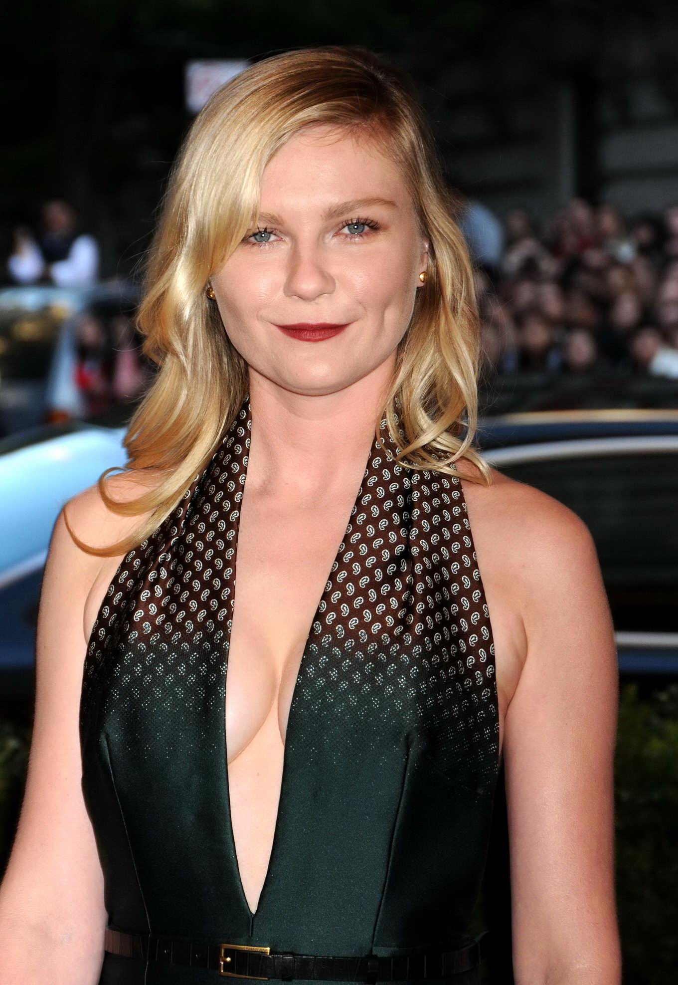 Braless Kirsten Dunst showing cleavage & side boob at the ...