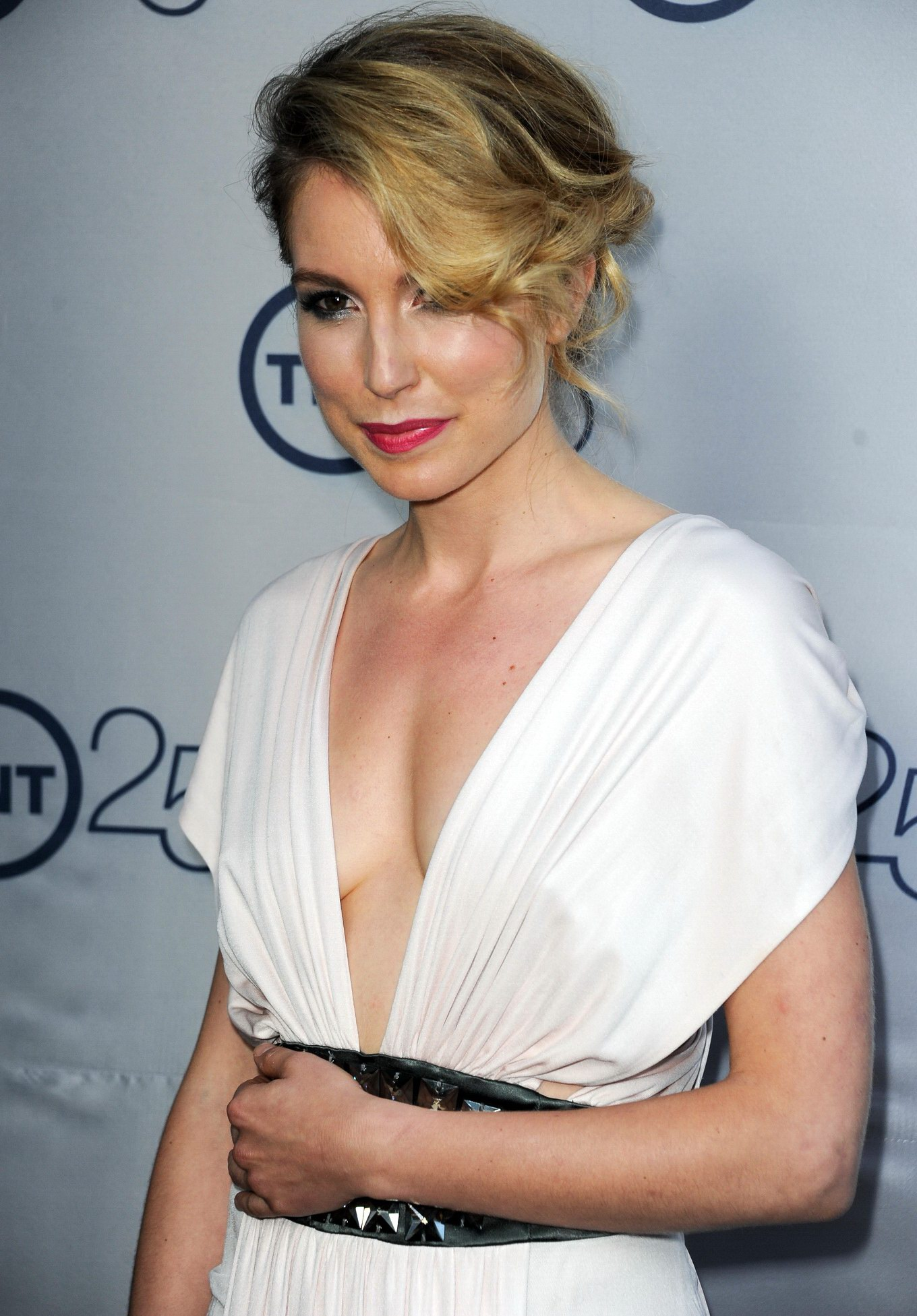 Sarah Carter braless showing cleavage at the TNT's 25th ...