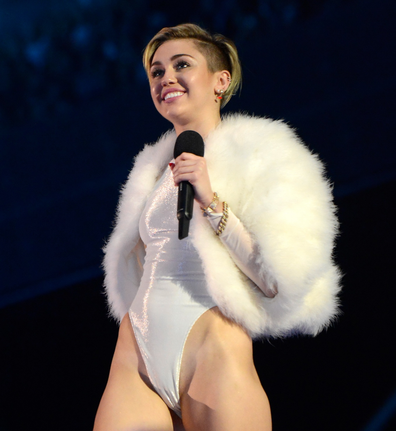 miley cyrus latest naked pics