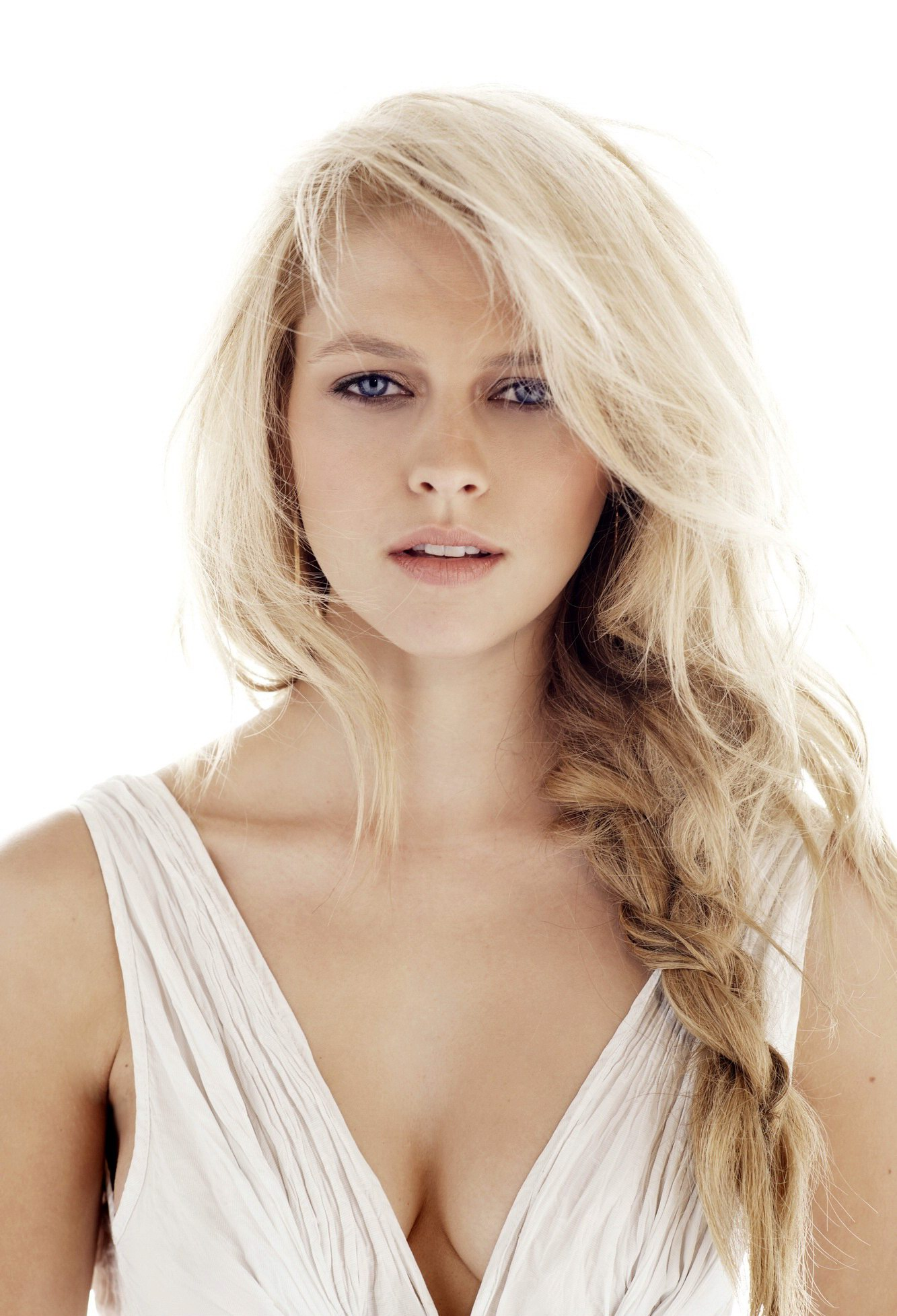 Teresa Palmer looking very sexy in 'The Sorcerer's ... I Am Number Four Teresa Palmer
