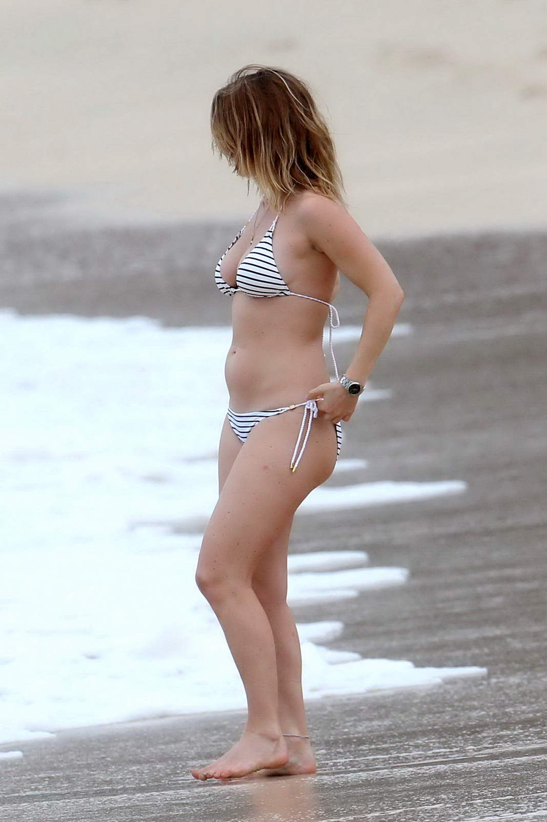 Alice Eve Slipping Out Of Her Skimpy Striped Bikini On A -4870