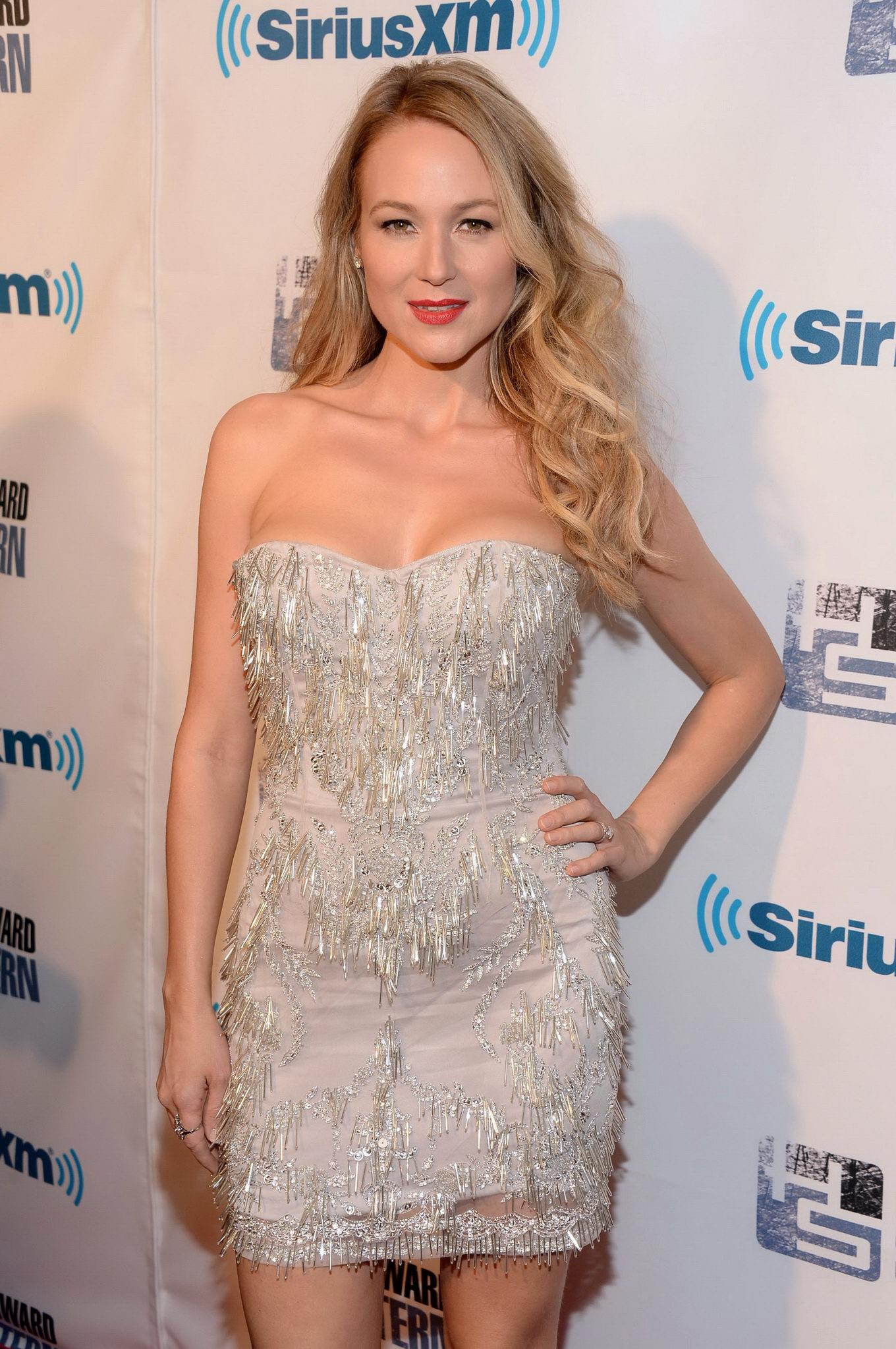 Who is howard stern dating 10