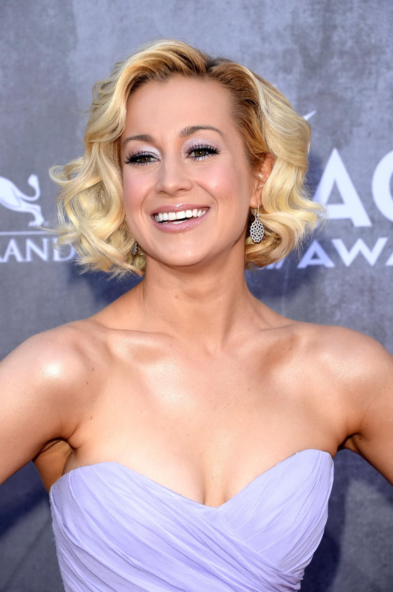 Kellie pickler nude at the beach impossible