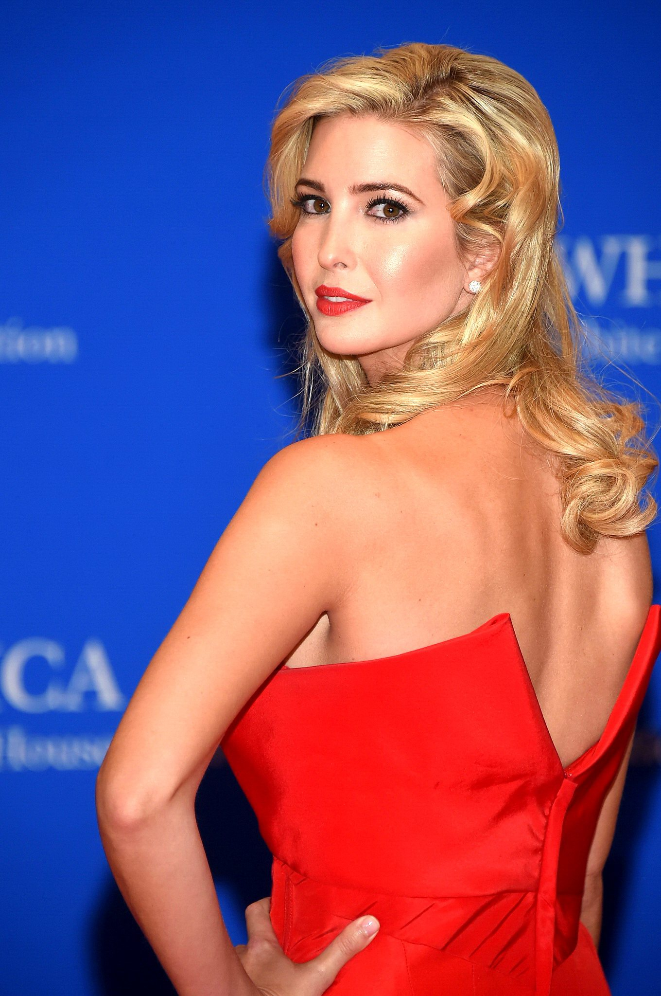 Ivanka Trump shows huge cleavage wearing a strapless red ... Ivanka Trump