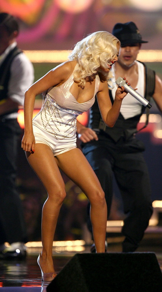 super hot christina aguilera performing at mtv movie awards