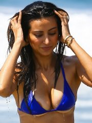 Noureen DeWulf flashes her nipple & under-boobs in tiny blue bikini at the beach in Santa Monica