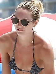 Foxy babe Candice Swanepoel showing off her hot bikini body at the beach in Miami