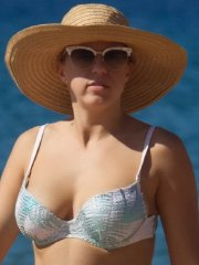 Jodie Sweetin busty & booty in a tiny white printed bikini at the beach in Hawaii