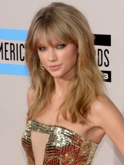 Taylor Swift leggy & cleavy wearing a golden mini dress at the 2013 American Music Awards in LA