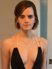 Emma Watson trying her new black low-cut swimsuits while her hot friend taking a shots