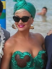 Katy Perry busty in a green strapless dress during the American Idol beach set in Honolulu