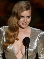 Amy Adams braless showing huge cleavage and big boobs at 89th Annual Academy Awards