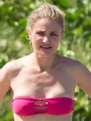 Cameron Diaz showing hard pokies in a tube pink bikini at some Caribbean beach