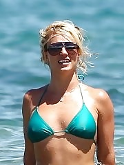 Britney Spears showing pokies in wet blue bikini on the beach in Maui