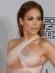 Jennifer Lopez shows underboobs & belly in flesh colored dress at American Music Awards