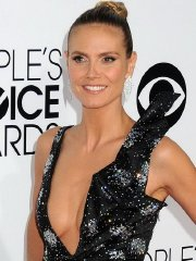 Heidi Klum showing huge cleavage at the 40th Annual People's Choice Awards in LA
