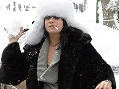 Avril drives a motorboat, Lindsay shops for shades, and Lily Allen throws snowballs
